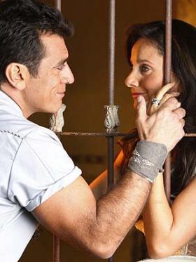 <!--:es-->Jorge Salinas admite estar interesado en Elizabeth Alvarez …El actor mexicano confesó lo que siente por su compañera en Fuego en la Sangre, de quien dijo 'llena todas mis expectativas'.<!--:-->