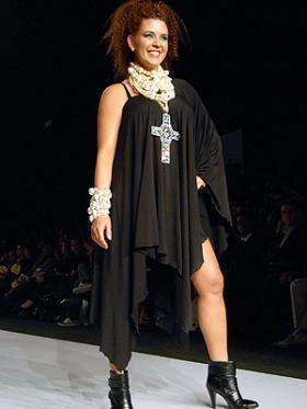 <!--:es-->Alicia en el país de las Monjitas! Alicia Machado recupera su figura y participa en un desfile de modas.<!--:-->