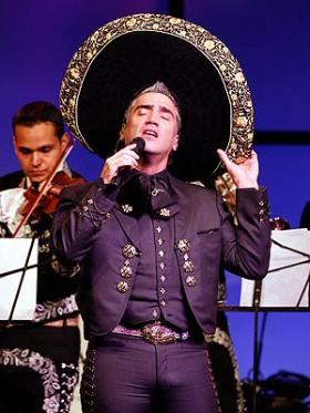 <!--:es-->Alejandro Fernández comete un error real   . . . Durante su presentación en la Cumbre Iberoamericana en España, el Potrillo besó a la reina Sofía como a cualquier amiga, olvidándose del protocolo<!--:-->