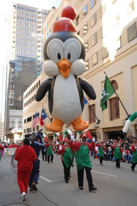 <!--:es-->Children's parade benefiting chiLdren's medical  center. …Capital One Bank Presents the Neiman Marcus Adolphus …Downtown Dallas to host annual holiday tradition for the 21st year<!--:-->