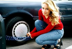 <!--:es-->TAKE CHARGE OF YOUR CAR: Simple Tips to Help Women Save Money on Their Car Care<!--:-->