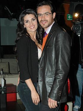 <!--:es-->Mayrín Villanueva y Jorge Poza ya están divorciados …La pareja de actores firmó la sentencia de divorcio en un juzgado de la capital mexicana<!--:-->