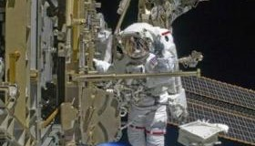 <!--:es-->Astronauts work on space station water recycler<!--:-->