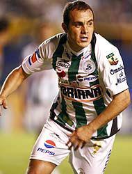 <!--:es-->Blanco es un fenómeno en Santos …Es el jugador que más camisetas vende<!--:-->