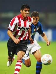 <!--:es-->El PSV no quiere soltar a Salcido . . . El mexicano quiere salir del club<!--:-->