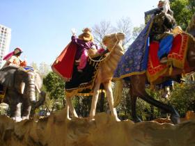 <!--:es-->Feliz Día de los Reyes Magos! …Entérese aquí del cómo, cuándo y por qué de estos legendarios personajes.<!--:-->