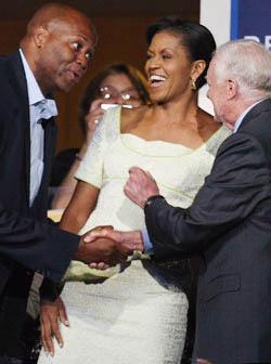 <!--:es-->Modistos buscan el mejor estilo de Michelle Obama<!--:-->