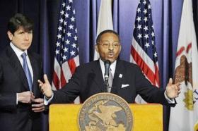 <!--:es-->Defiant Ill. governor fills Obama's Senate seat<!--:-->