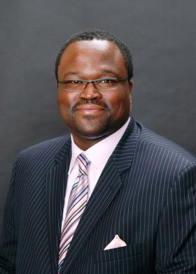 <!--:es-->COMERICA BANK'S IRVIN ASHFORD JR. HONORED WITH HUMAN RELATIONS AWARD<!--:-->