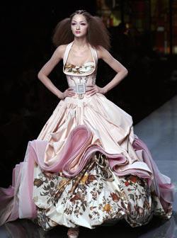 <!--:es-->Alta Costura en Pasarelas de París! Dior y Baptista a la vanguardia en moda<!--:-->