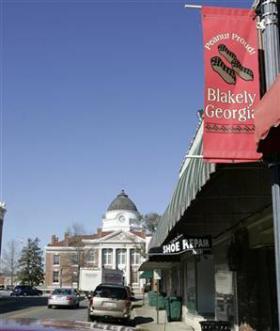 <!--:es-->'Peanut town' worries about economic future<!--:-->