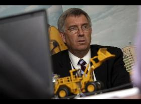 <!--:es-->Caterpillar Offers Retirement to 2,000 Employees<!--:-->