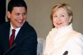 <!--:es-->Clinton accuses Iran of seeking to intimidate<!--:-->