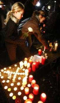 <!--:es-->Teen gunman kills self after slaying 15 in Germany<!--:-->