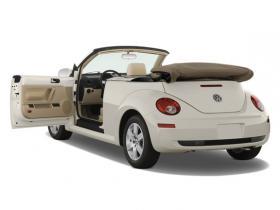 <!--:es-->Volkswagen Le regaló un nuevo Beetle convertible a Barbie!<!--:-->