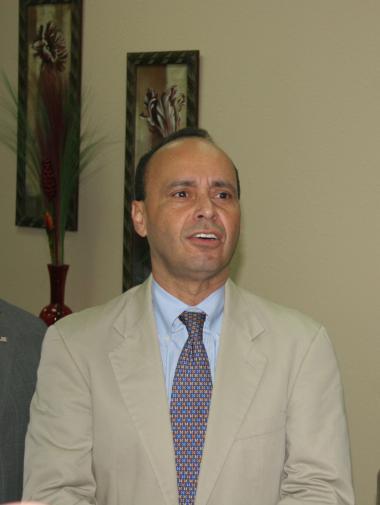 """<!--:es-->Congresista Luis Gutiérrez trabaja """"Por una reforma migratoria justa""""<!--:-->"""