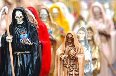 <!--:es-->Mexico destroys 'Death Saint' revered by criminals<!--:-->