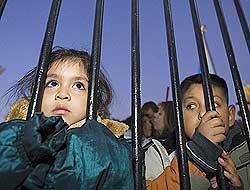 <!--:es-->Lanzan campaña 'No me dejes solo'  . . . Alarma por niños de padres deportados!<!--:-->