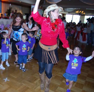 <!--:es-->La Quebradita y La Salsa Pull-Ups …Festejan con baile a las madres<!--:-->