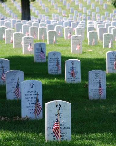 <!--:es-->MEMORIAL DAY! Día para recordar y honrar a los hombres y mujeres caídos en el Cumplimiento de su Deber!<!--:-->