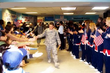 <!--:es-->DFW International Airport Marks Five Years Of Welcome Home A Hero