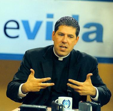 <!--:es-->Caso del padre Alberto toma giro inesperado …fuente fidedigna asegura que es gay y que fue sorprendido en un acto homosexual<!--:-->