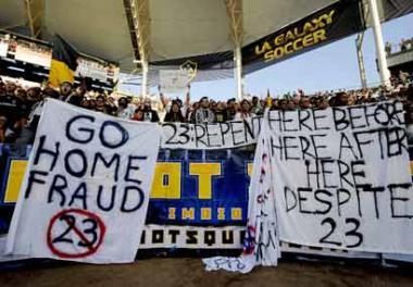 <!--:es-->Abuchearon a Beckham …Galaxy y Milan empataron 2-2<!--:-->