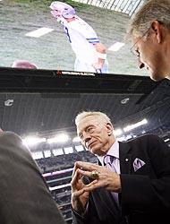 <!--:es-->Quieren la Pacquiao Mayweather en Dallas …El dueño de los Cowboys pone su estadio<!--:-->