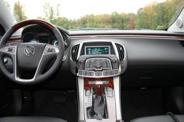 <!--:es-->2010 Buick La Crosse …Distinguido y de Primera Clase<!--:-->