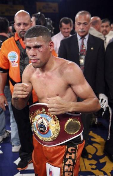 <!--:es-->'Juanma' arrebató cetro a Luevano con KO Juan Manuel López, nuevo campeón pluma<!--:-->
