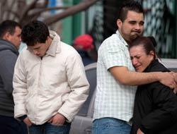 <!--:es-->México de luto por matanza estudiantil  Mientras familiares lloran las víctimas, las autoridades ligan al narco con el múltiple homicidio.<!--:-->