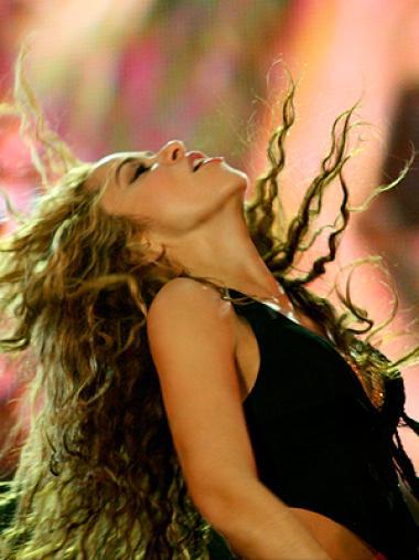 <!--:es-->Shakira graba «Waka Waka» con futbolistas . . . La cantante filmó el vídeo oficial del Mundial de Fútbol de Sudáfrica junto a figuras como Rafa Márquez y Leonel Messi.<!--:-->