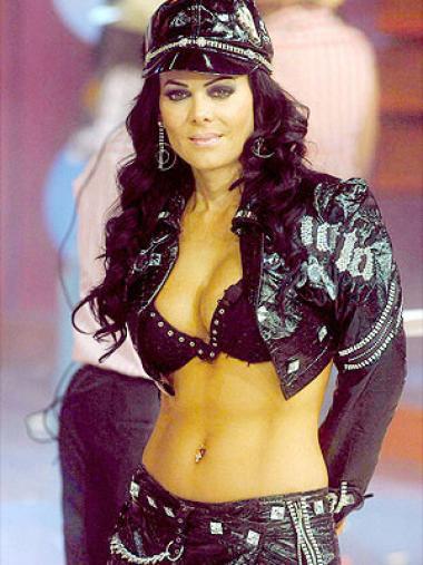 <!--:es-->Maribel Guardia incómoda con el tamaño de sus senos<!--:-->