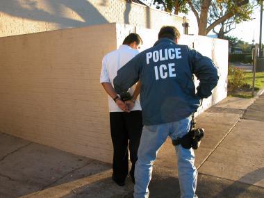 <!--:es-->U.S. deporting more immigrants under Obama administration<!--:-->
