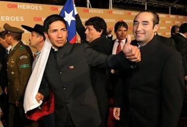 <!--:es-->Chilean miners get star-studded ovation in LA<!--:-->