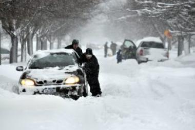 <!--:es-->Bebé nació en un auto varado por la tormenta de nieve …Regalo de cumpleaños<!--:-->