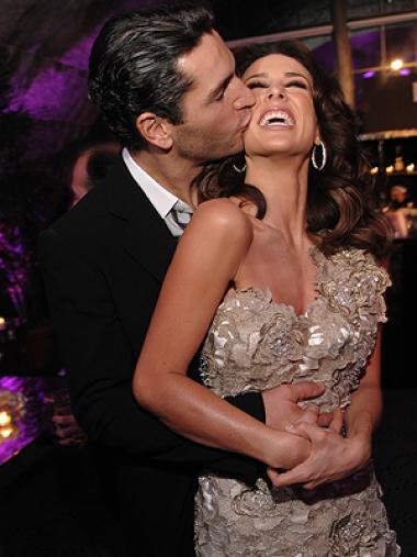 <!--:es-->Jacqueline Bracamontes ¡se casa! . . . La actriz mexicana recibió el anillo de compromiso; su novio Martin Fuentes se lo entregó en Canadá<!--:-->
