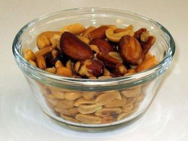 <!--:es-->Buena noticia para las fiestas: las nueces ayudarían a quemar grasas y bajar el colesterol<!--:-->