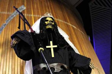 <!--:es-->Tras los fieles de la Santa Muerte más allá de Texas<!--:-->