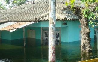 <!--:es-->En Colombia, Campo De La Cruz se lo trago el Rio Magdalena<!--:-->