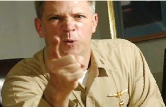 <!--:es-->Destituyen a marine por video sexual …En los videos Honors insulta a los homosexuales, finge masturbarse y presenta escenas sugestivas de mujeres en la bañera<!--:-->