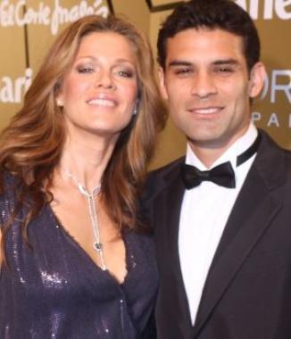<!--:es-->Jaydy Michael y Rafa Márquez se casan en secreto …Después de cuatro años de relación, la modelo y el futbolista se dan el sí en una playa de Manzanillo<!--:-->