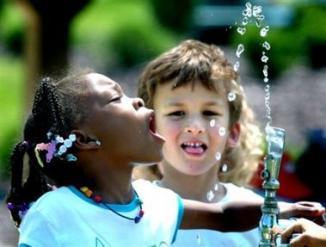 <!--:es-->EEUU: Exceso de fluoruro en agua está manchando dientes de niños<!--:-->