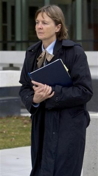 <!--:es-->Reaparece la abogada del diablo …Los allegados de Clarke dicen que se opone a la pena de muerte como postura política<!--:-->