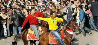 <!--:es-->Chaos in Cairo as Mubarak backers, opponents clash<!--:-->