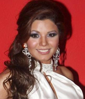 <!--:es-->Aleida Núñez deja atrás su imagen sensual<!--:-->