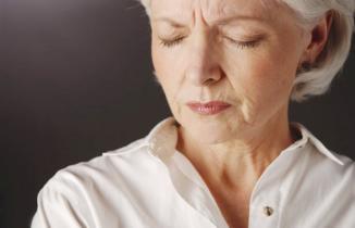 <!--:es-->Sudoración y sofocos menopáusicos, vinculados a riesgo cardíaco …Hot flashes early in menopause linked to reduced cardiovascular risk<!--:-->