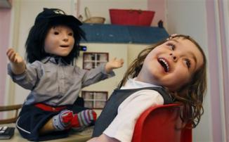 <!--:es-->Un robot ayuda a los niños autistas! …La Universidad de Hertfordshire ha desarrollado un robot humanoide que ayuda a los niños autistas a reconocer las emociones y aprender a relacionarse<!--:-->