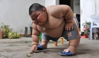 <!--:es-->Tiene 3 años y pesa ¡60 kilos! …Tragic toddler weighs nine stone<!--:-->