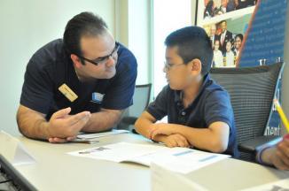 <!--:es-->Niños de la primaria Lakeland de Lewisville aprenden acerca de la educación financiera en evento de voluntarios de TIAA-CREF y Operation HOPE<!--:-->